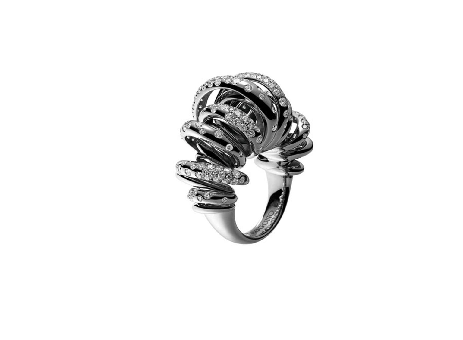 A statement summer ring from de GRISOGONO's 'Sole' collection.