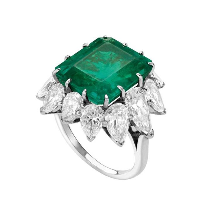 Elizabeth Taylor's ring in platinum a 7.4 carat emerald created by Bulgari in 1962.