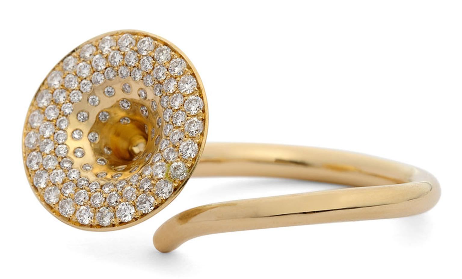 Kath Libbert. Jessica-J-Poole_Trumpet-ring-in-gold-with-Pave-diamonds