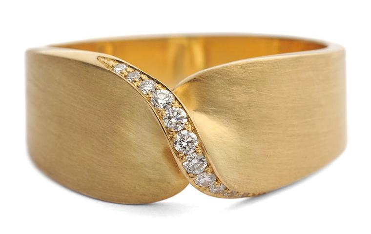 Kath Libbert. Jessica-Poole_Flat-Twist-Brushed-Gold-Diamond-RIng