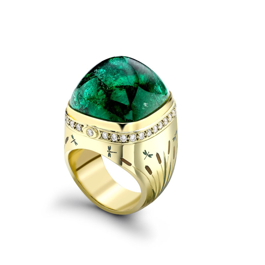 Theo Fennell yellow gold 'Kissing Frogs' ring with a 42.66ct emerald from Gemfields' mine in Zambia.
