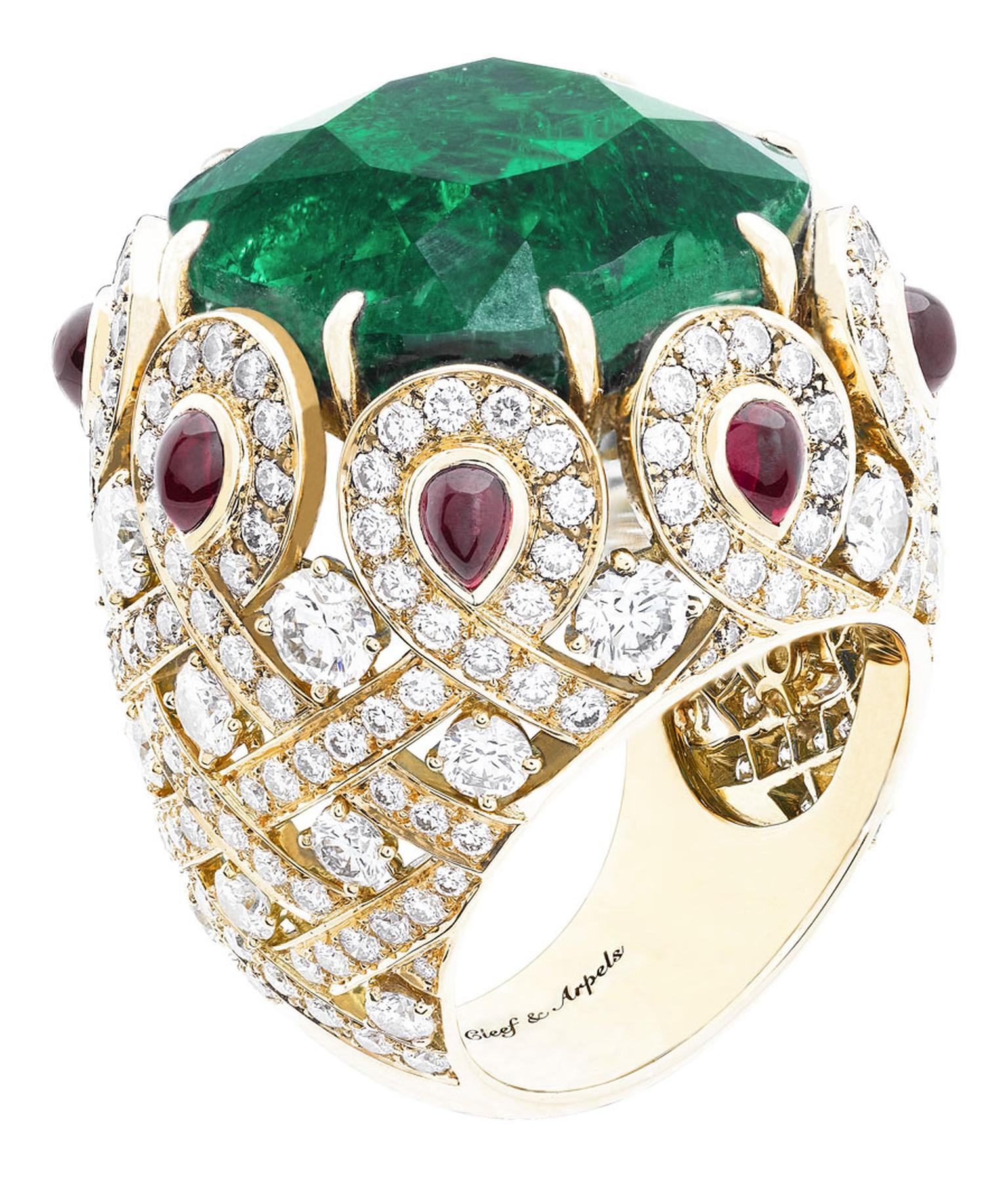 Van Cleef & Arpels Pierres de Caractère Pongal ring in yellow gold, with diamonds, cabochon-cut rubies and one cushion-cut Colombian emerald of 27.81ct.