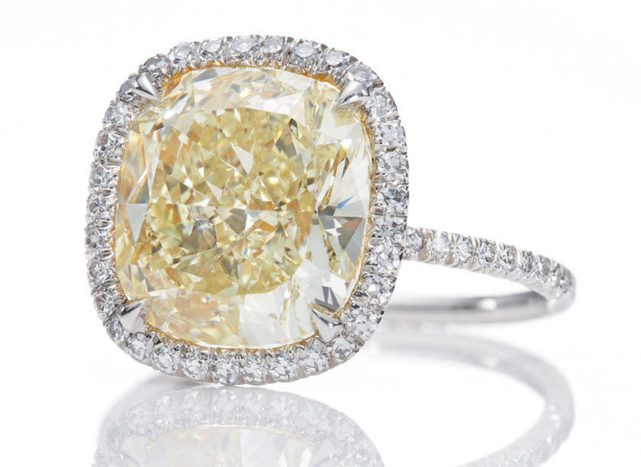 Harry-Winston-Jessica-Chastain-Yellow-Diamond-Micropave-Ring