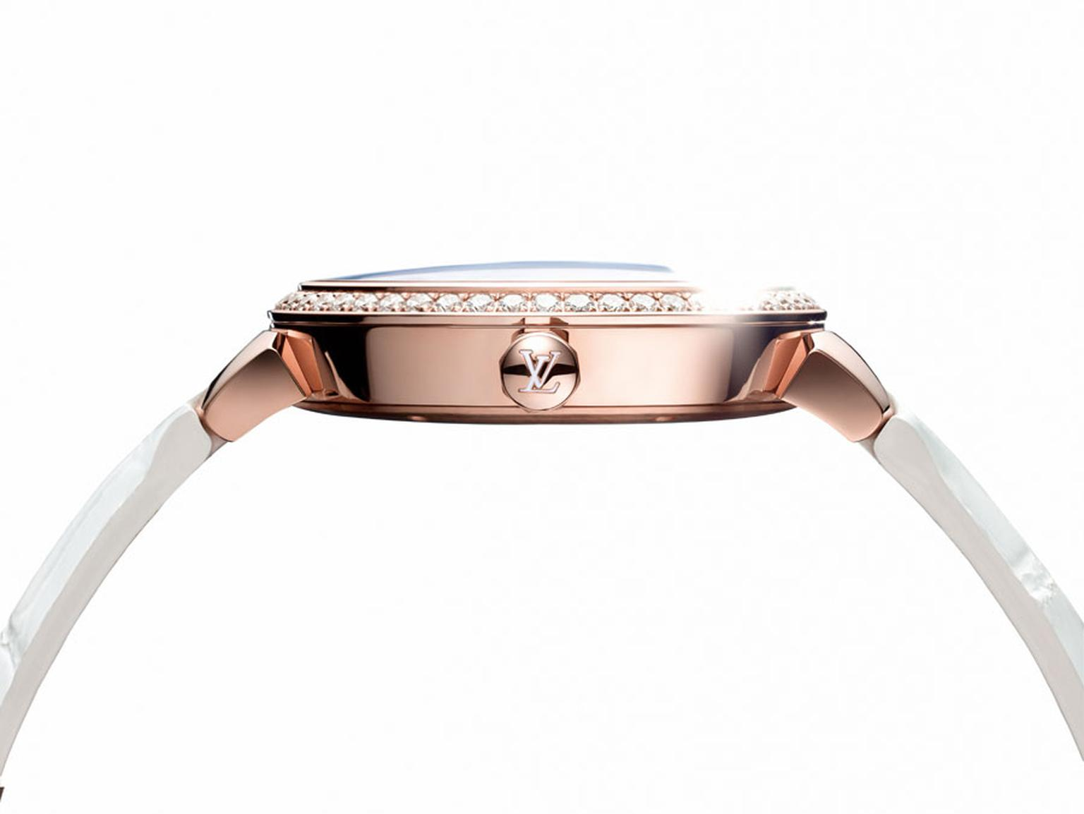 A profile view of the Louis Vuitton Tambour watch in rose gold with diamonds showing its re-worked case shape. © LOUIS VUITTON. Auteur: MITCHELL FEINBERG.