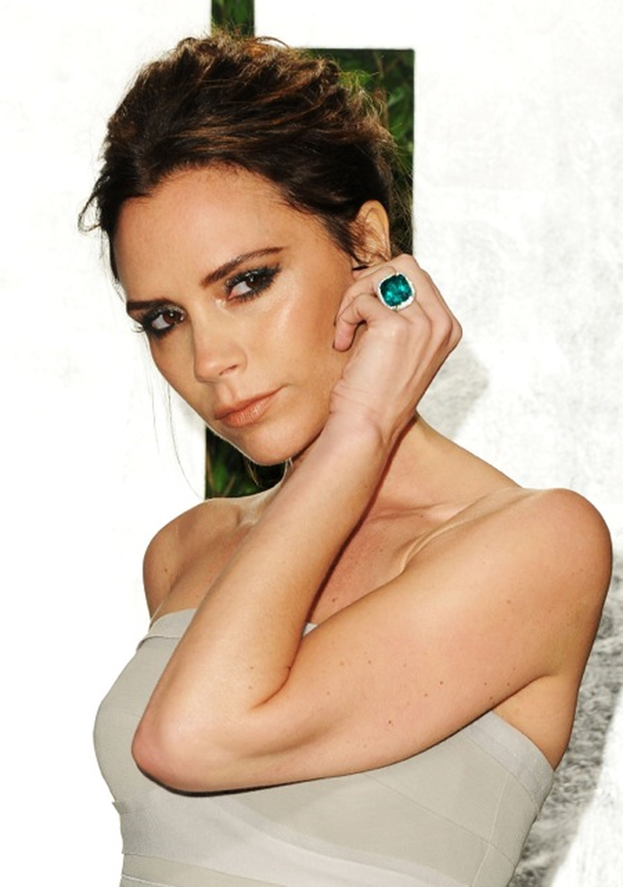 Victoria Beckham wearing emerald ring