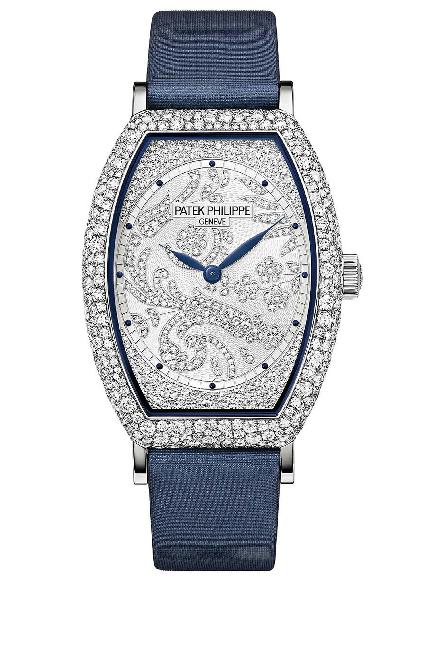 Inspired by the clean lines of Art Deco, this year's Gondolo Ref. 7099 has an icy white gold case decorated with a floral tapestry of diamonds.