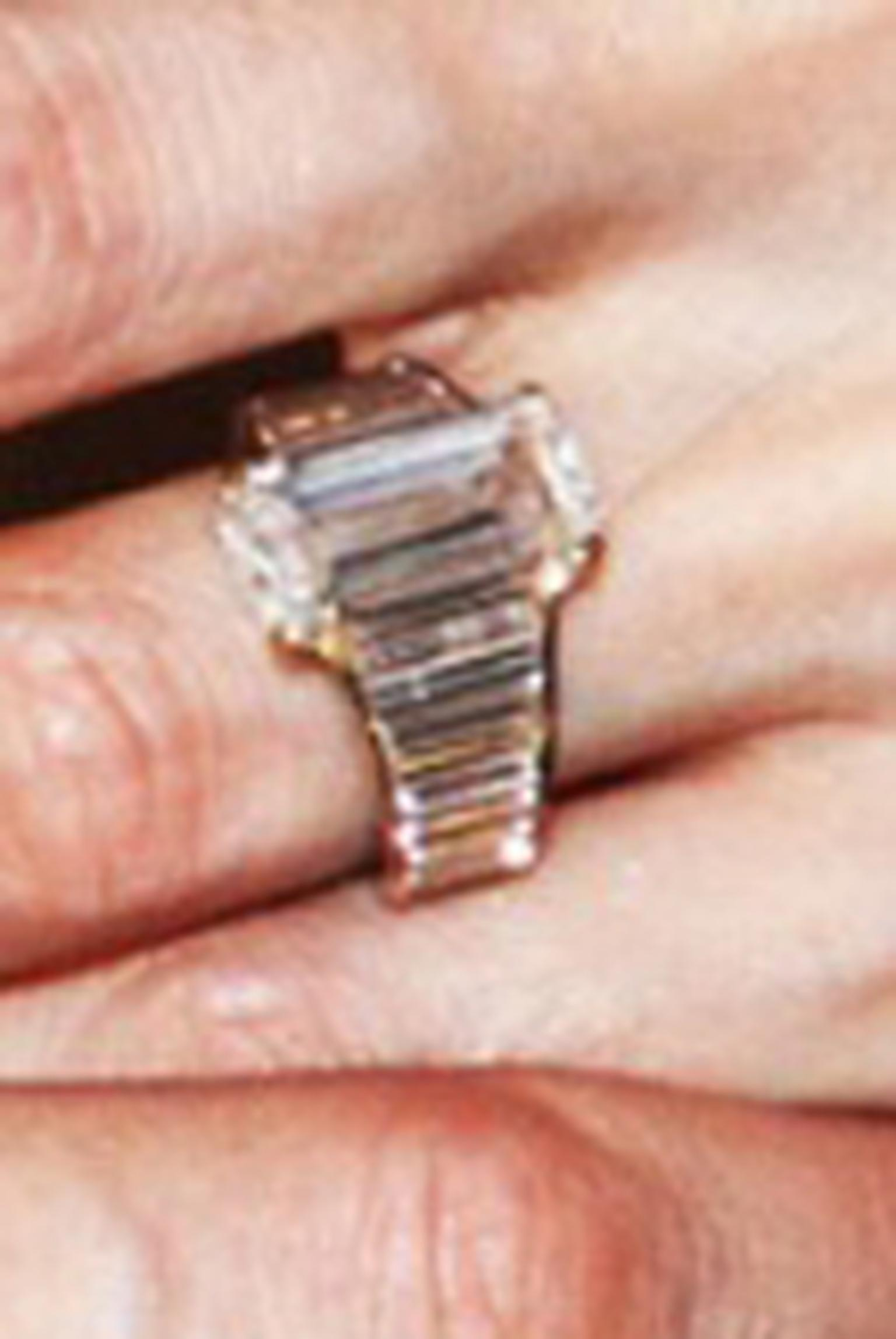 Angelina Jolie's engagement ring HP