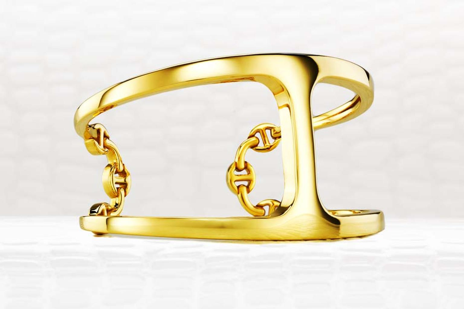 Hoorsenbuhs Dame Phantom cuff bracelet in yellow gold.