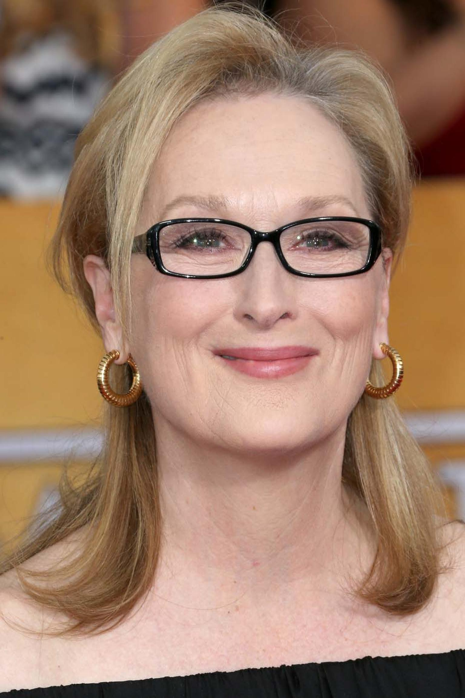 Meryl Streep chose Fred Leighton yellow gold hoop earrings for the Screen Actors Guild Awards 2014