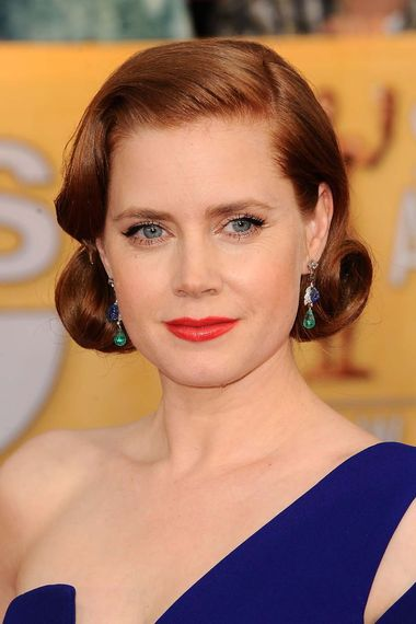 Amy Adams chose vintage sapphire, emerald and diamond earrings by Cartier dating from 1926 for her dramatic red carpet entrance at the 2014 SAG Awards