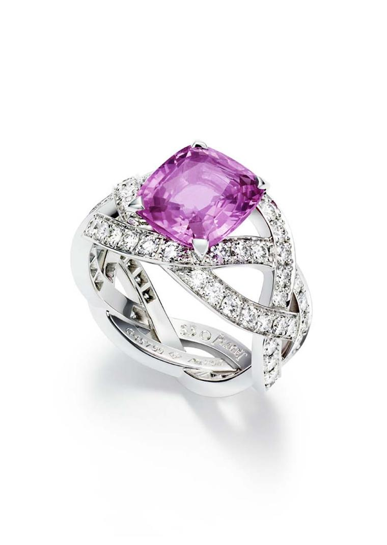 Piaget Rose Passion ring in white gold, set with diamonds and a pink princess cut sapphire