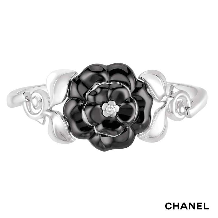 Chanel Camélia Galbé white gold bracelet with a black ceramic flower and a central brilliant-cut diamond