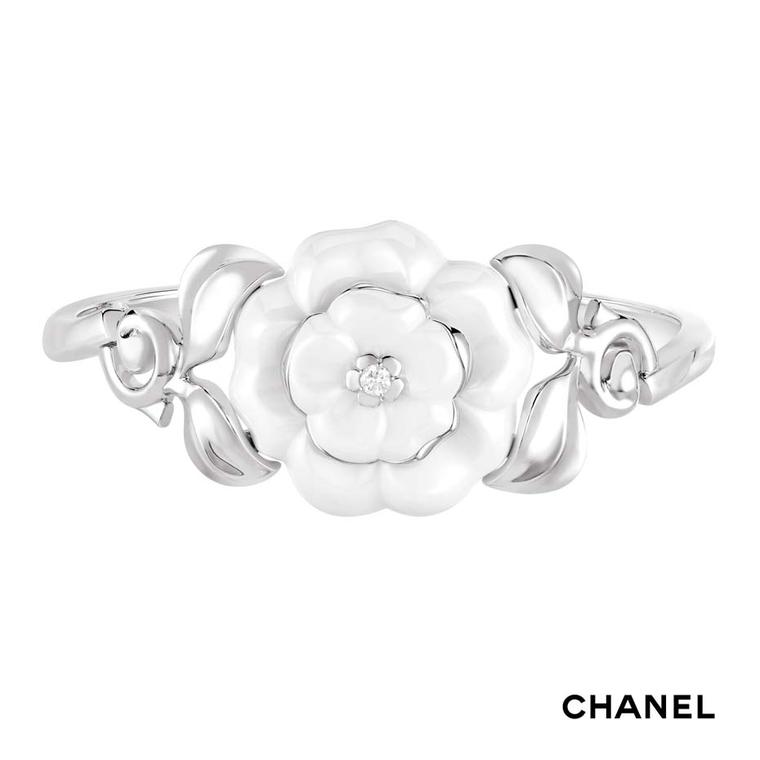 Chanel Camélia Galbé white gold bracelet in white ceramic with a central brilliant-cut diamond