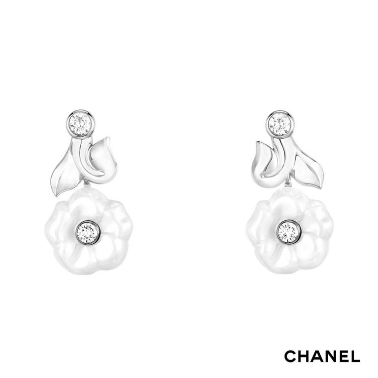 Chanel Camélia Galbé white gold and white ceramic earrings set with four brilliant-cut diamonds
