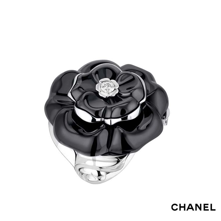 Chanel Camélia Galbé large black ceramic ring in white gold with a central brilliant-cut diamond