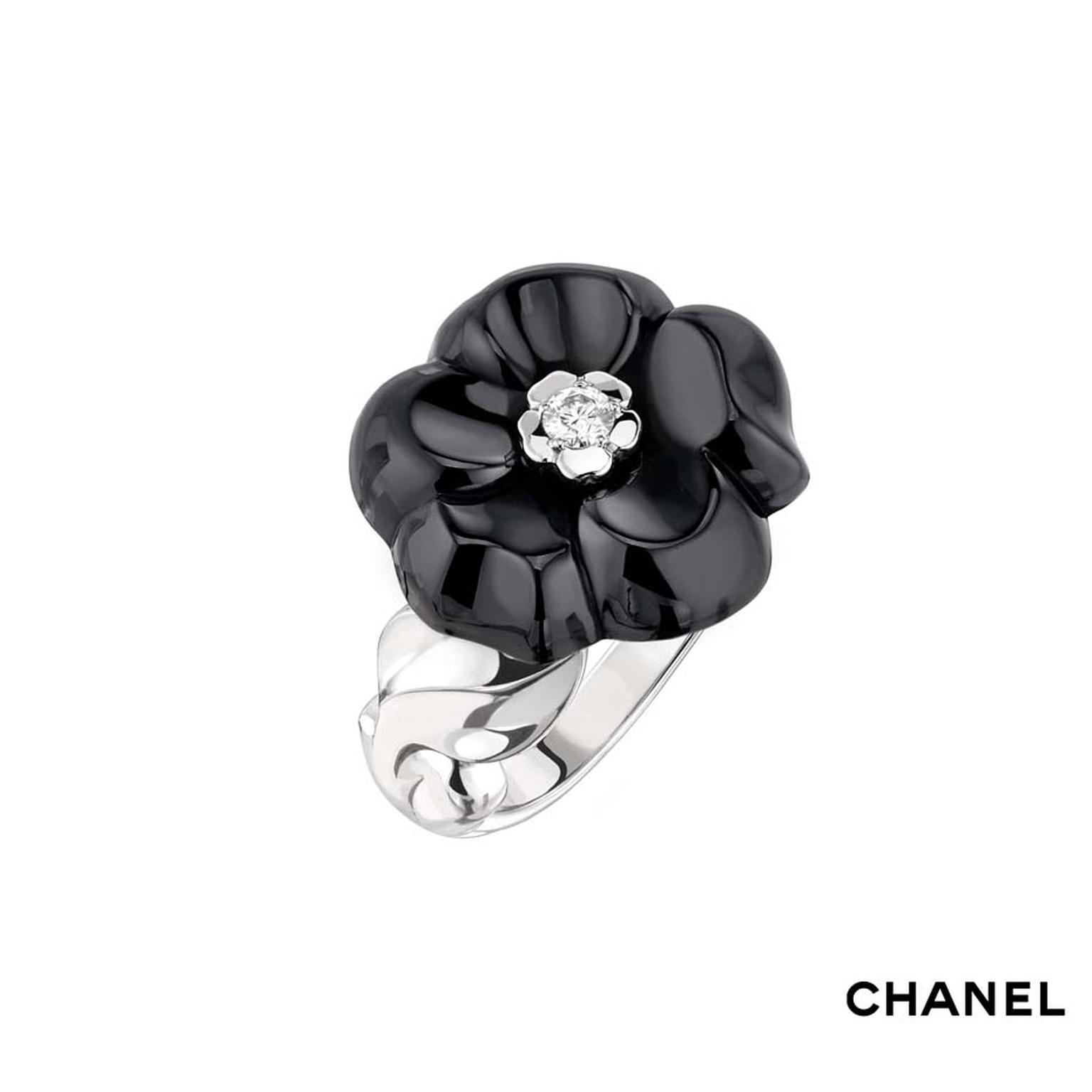 Chanel Camélia Galbé small black ceramic ring in white gold with a central brilliant-cut diamond