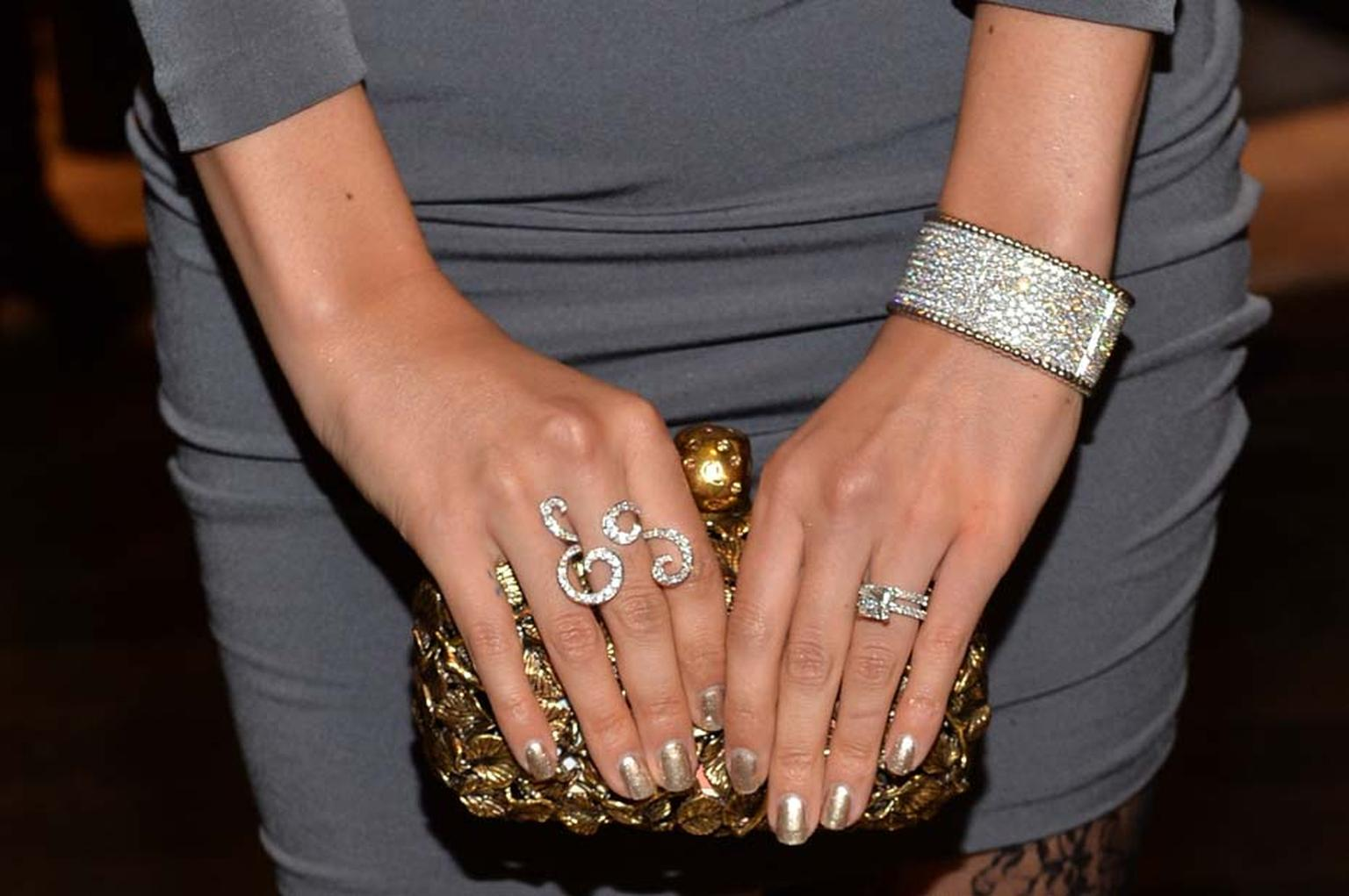 A closer look at Lisalla Montenegro's Van Cleef & Arpels jewels for the night, including an Oiseaux de Paradis Between the Finger ring and Perlée bracelet with diamonds