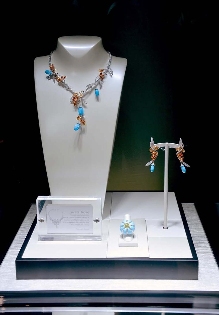 More Van Cleef & Arpels Pierres de Caractère high jewellery, this time on display: a beautiful Bals de Légende turquoise necklace, earrings and ring