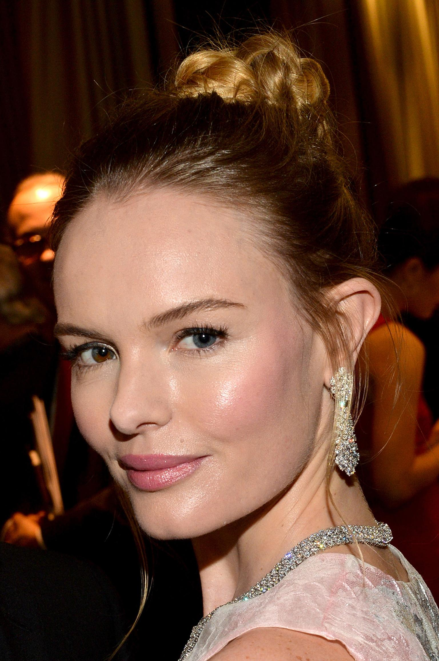 Kate Bosworth wore an elegant trio of Van Cleef & Arpels diamond jewels - earrings, a necklace and a bracelet