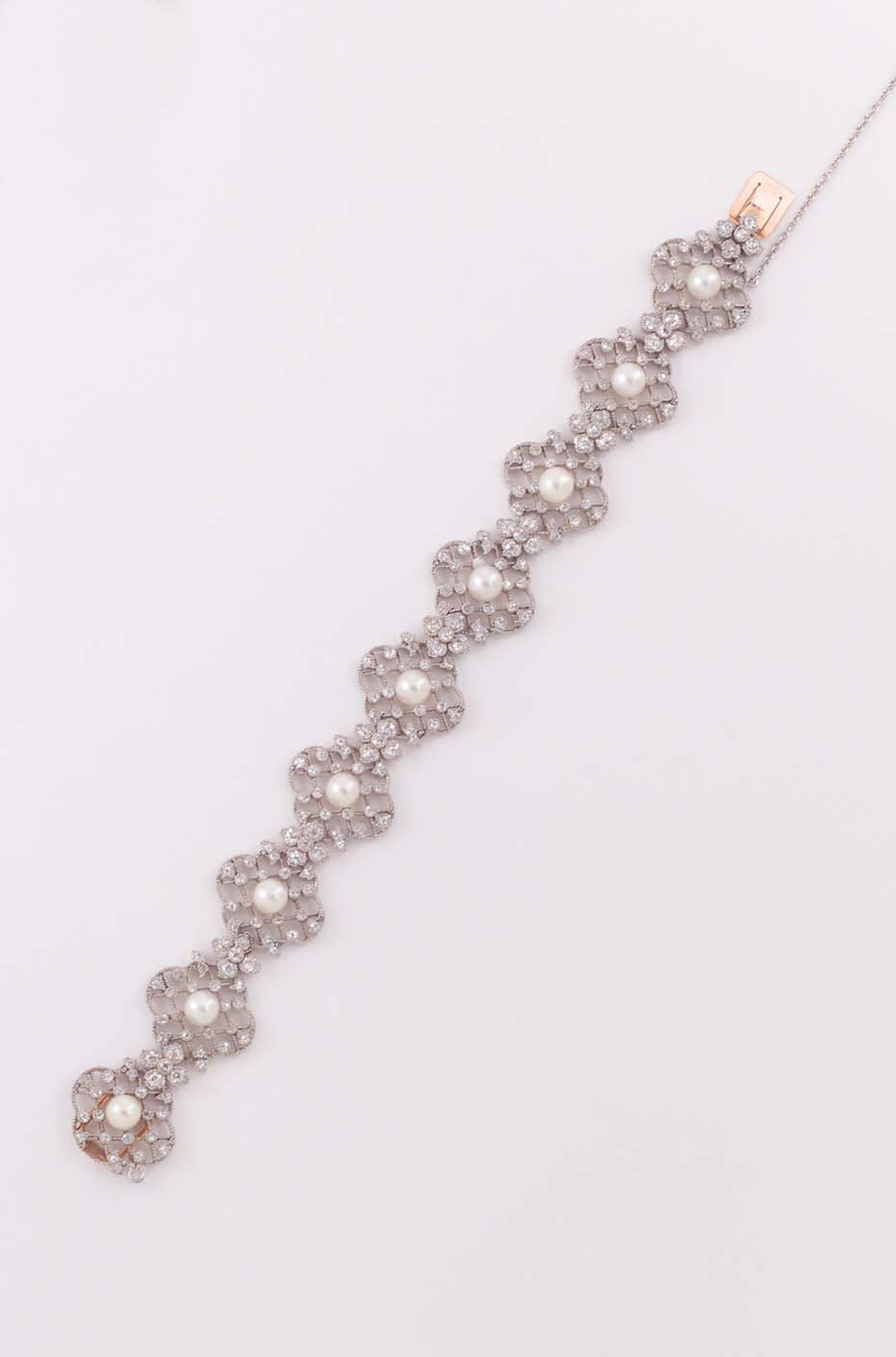 The vintage floral diamond and pearl bracelet by Neil Lane worn by Zooey Deschanel to the Golden Globes 2014