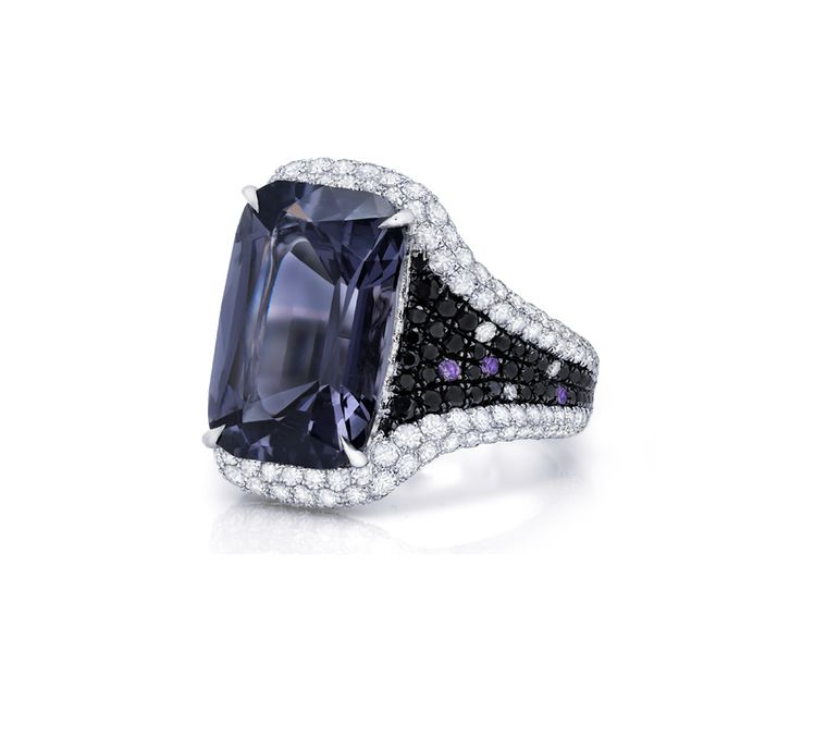 Martin Katz New York collection ring in white gold, set with a 10.29ct emerald-cut grey spinel