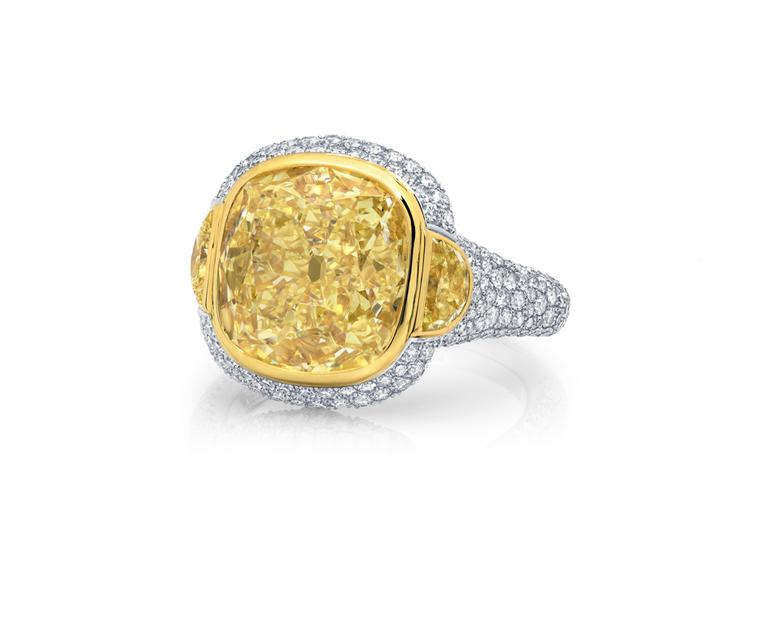 Martin Katz New York collection ring in platinum, set with a 5.17ct Fancy light yellow diamond