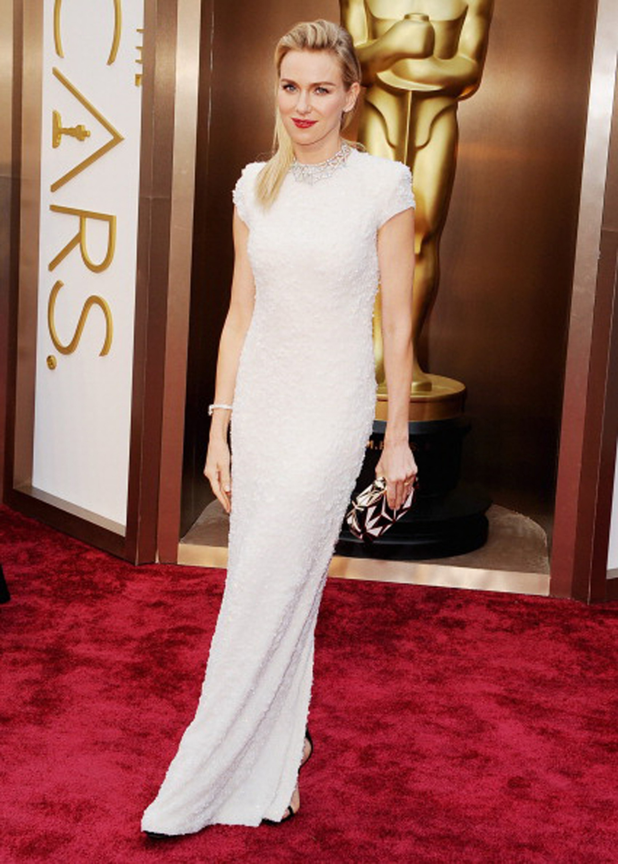 Naomi Watts stunns in a white gold Bulgari necklace featuring round brilliant-cut diamonds and pave diamonds pave.