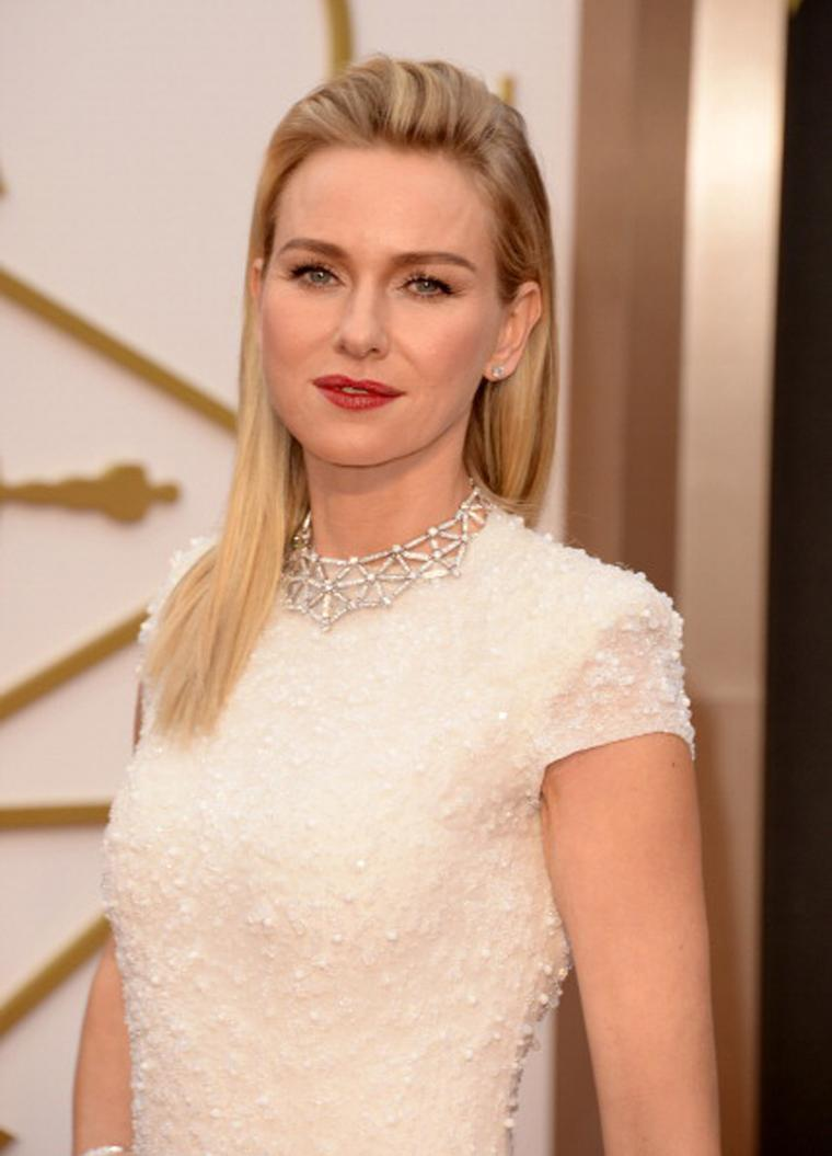 Naomi Watts stuns in a white gold spider's web necklace by Bulgari featuring round brilliant-cut diamonds and pavé diamonds