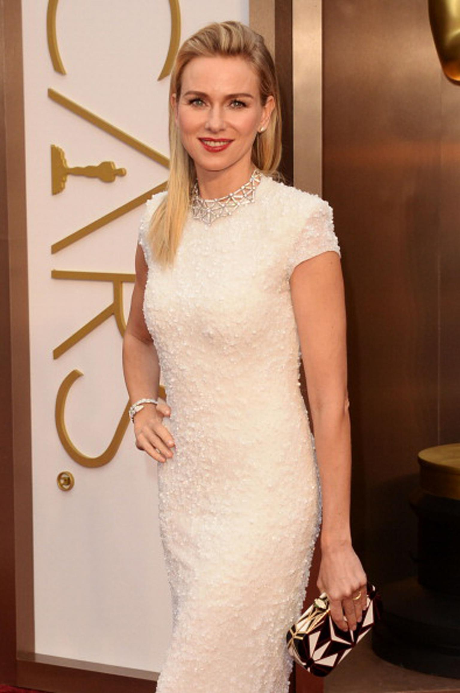 Naomi Watts completed her Bulgari look with diamond stud earrings, a Serpenti white gold bracelet and Serpenti miniaudiere clutch