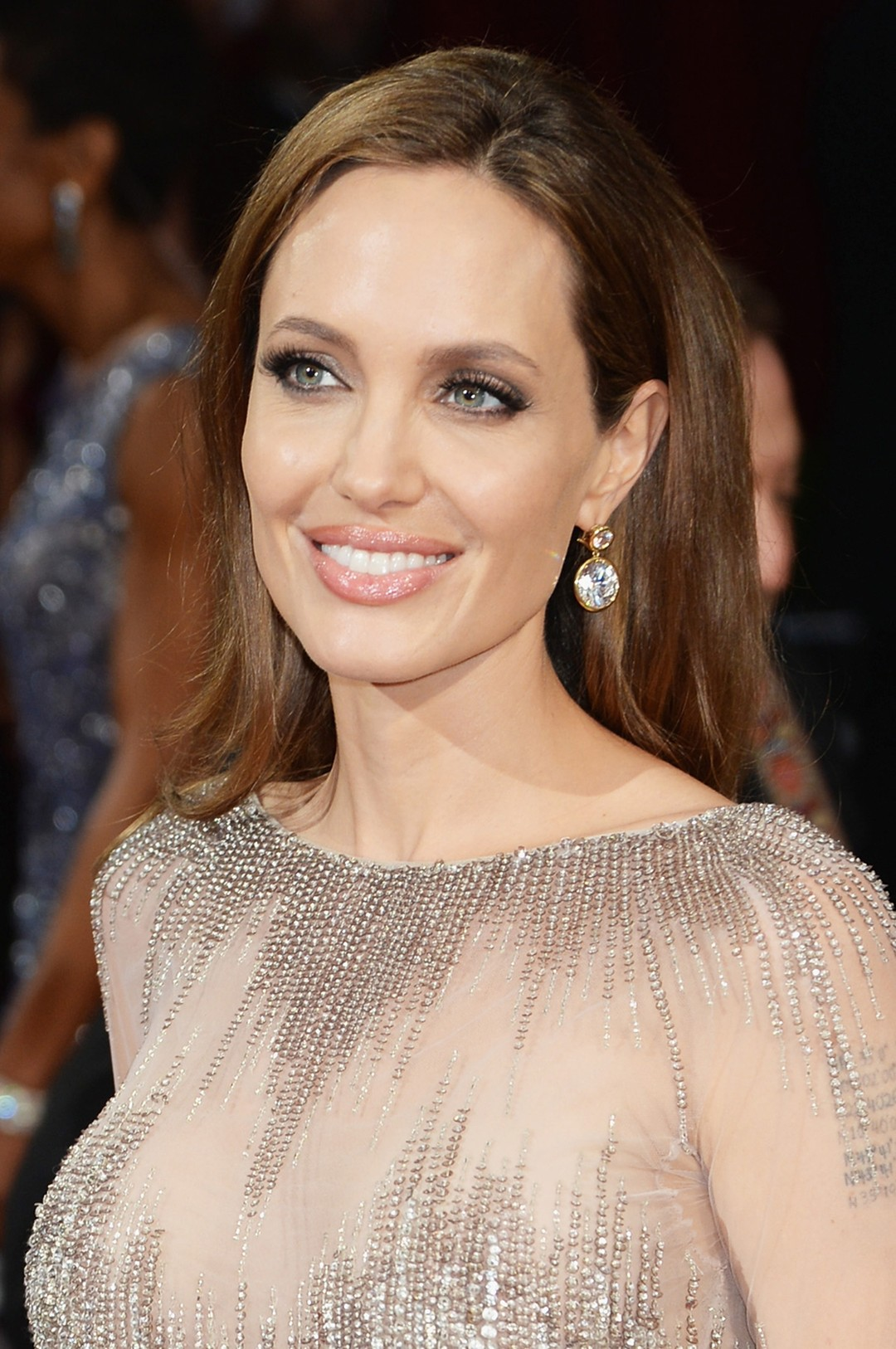 Angelina Jolie chose Robert Procop diamond drop earrings in gold, from the Exceptional Jewels Collection to complement her shimmering embroidered Elie Saab haute couture dress