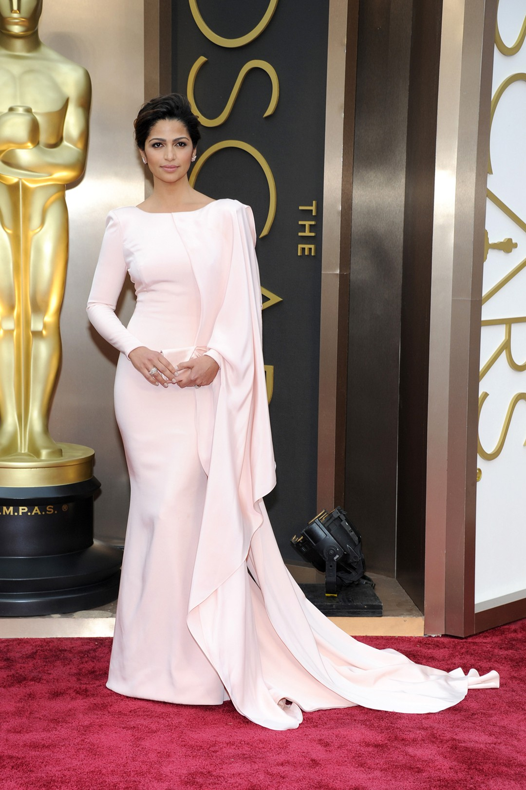 Camila Alves, wife of Oscar winner Matthew McConaughey, wore Lorraine Schwartz rose gold and pink diamond earrings with a rose gold and diamond ring on the Oscars red carpet