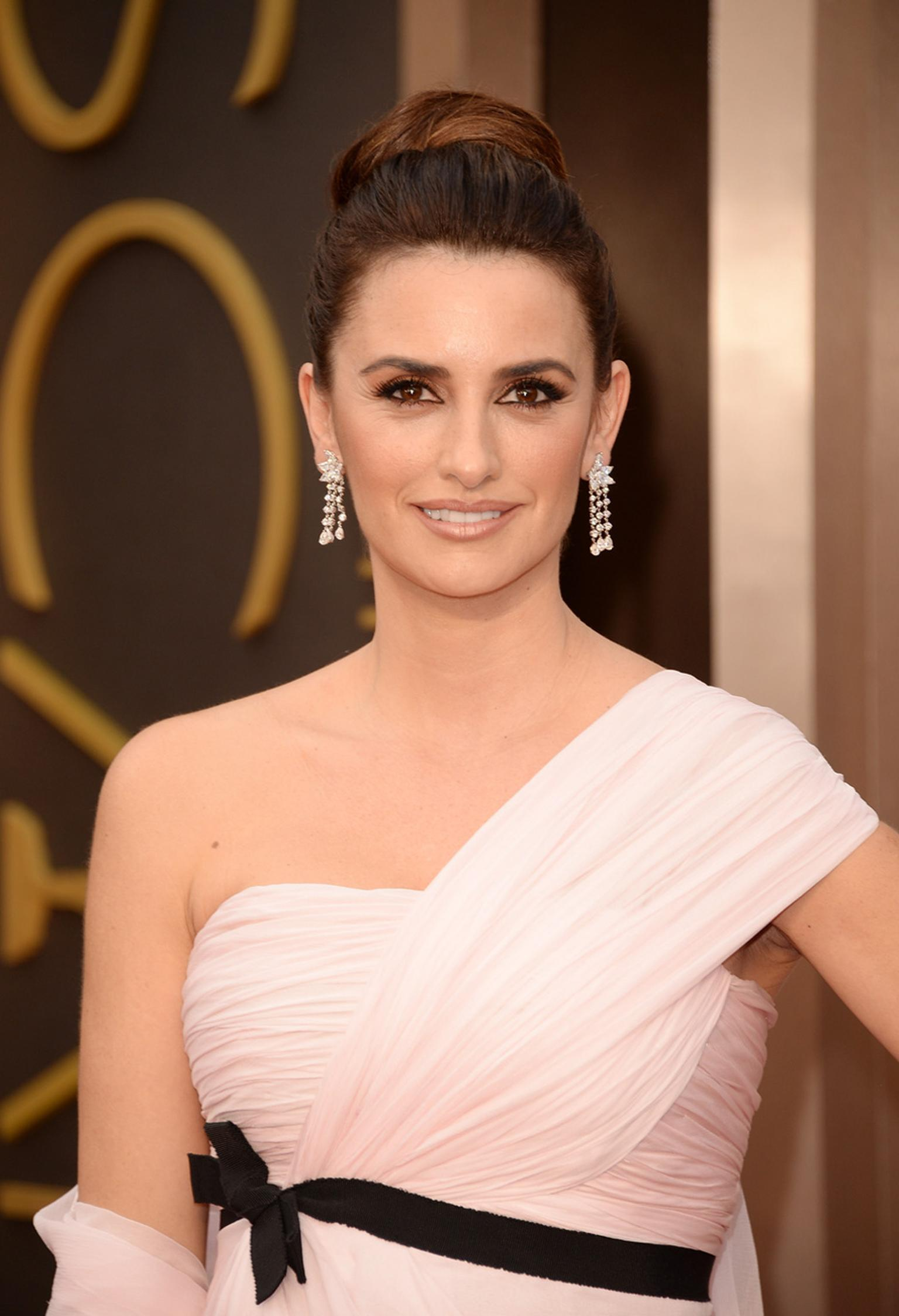 Academy Award presenter Penélope Cruz wore platinum and white diamond chandelier earrings, a fancy-shape platinum and diamond bracelet and a white gold and emerald-cut diamond ring, all by Chopard