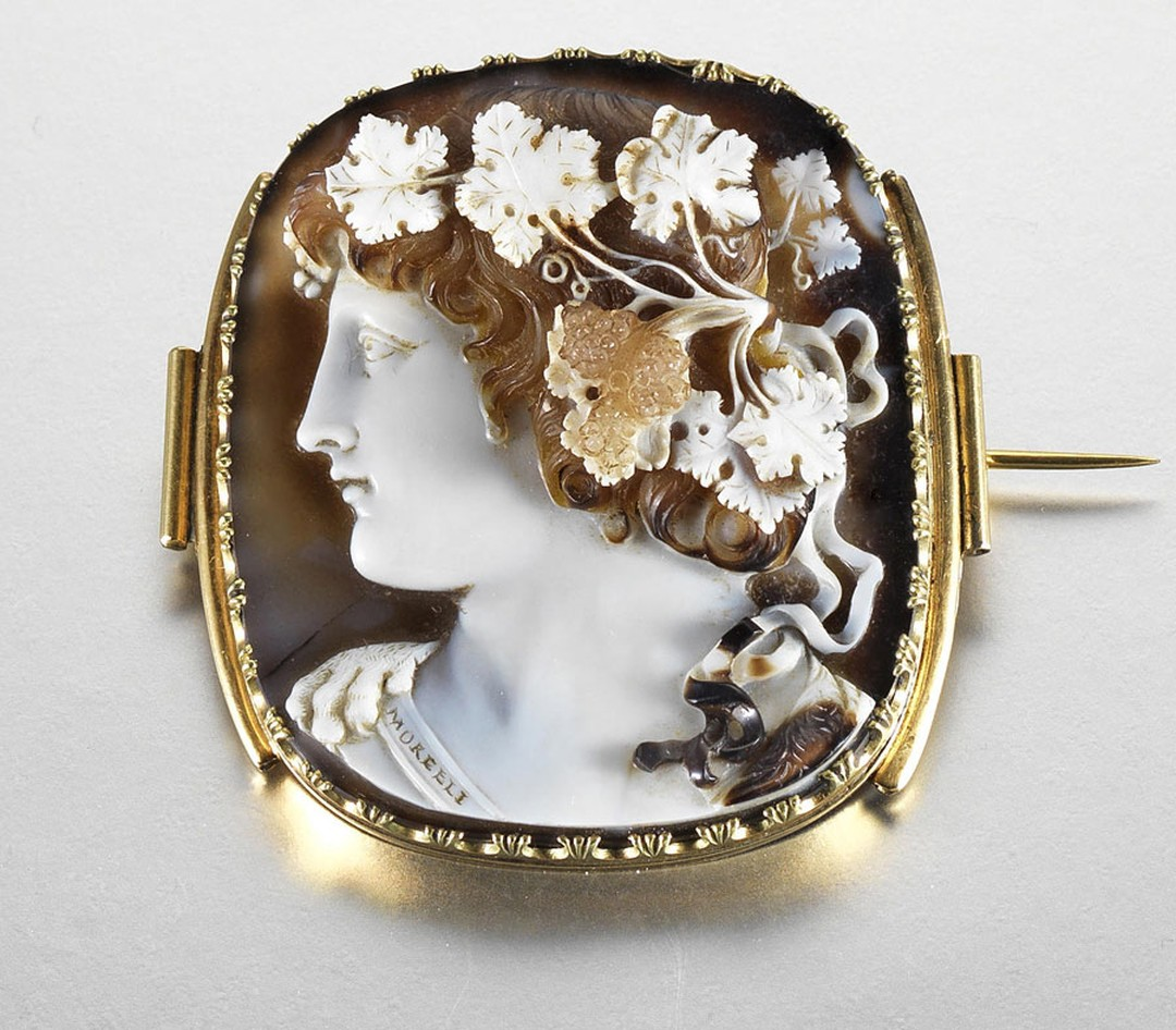 bonhams-A-late-18thearly-19th-century-onyx-cameo-brooch,-by-Morelli