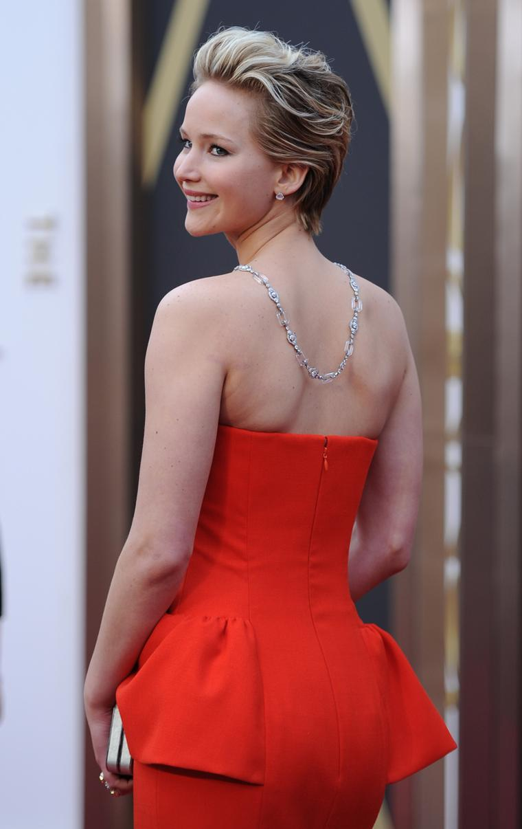 Jennifer Lawrence paired her Dior gown with a stunning carved rock crystal Neil Lane necklace in platinum valued at US$2 million and featuring 100ct of diamonds for the Oscars 2014 red carpet