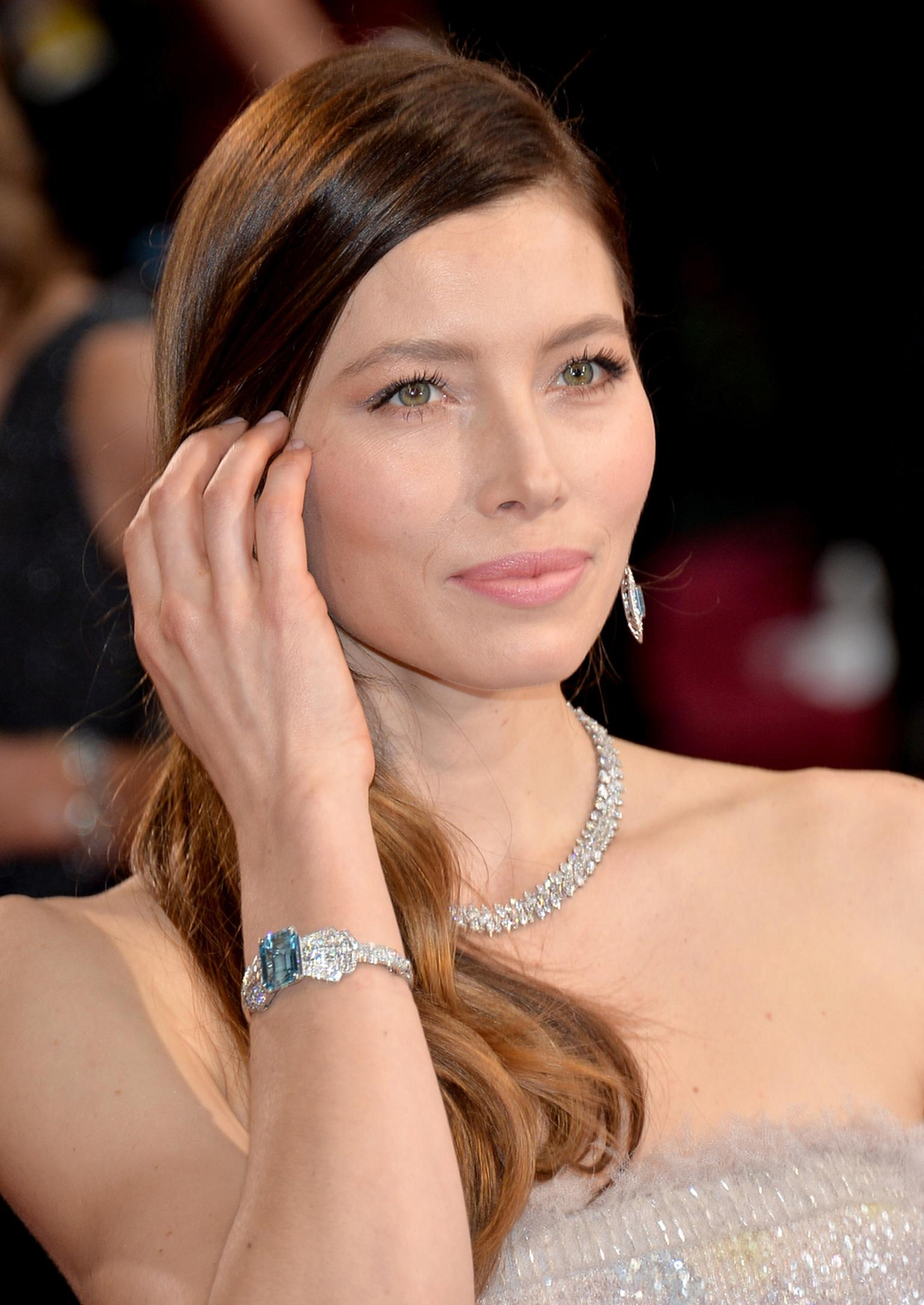 Jessica Biel pictured at the Oscars 2014 in platinum, diamond and aquamarine jewellery by Tiffany & Co