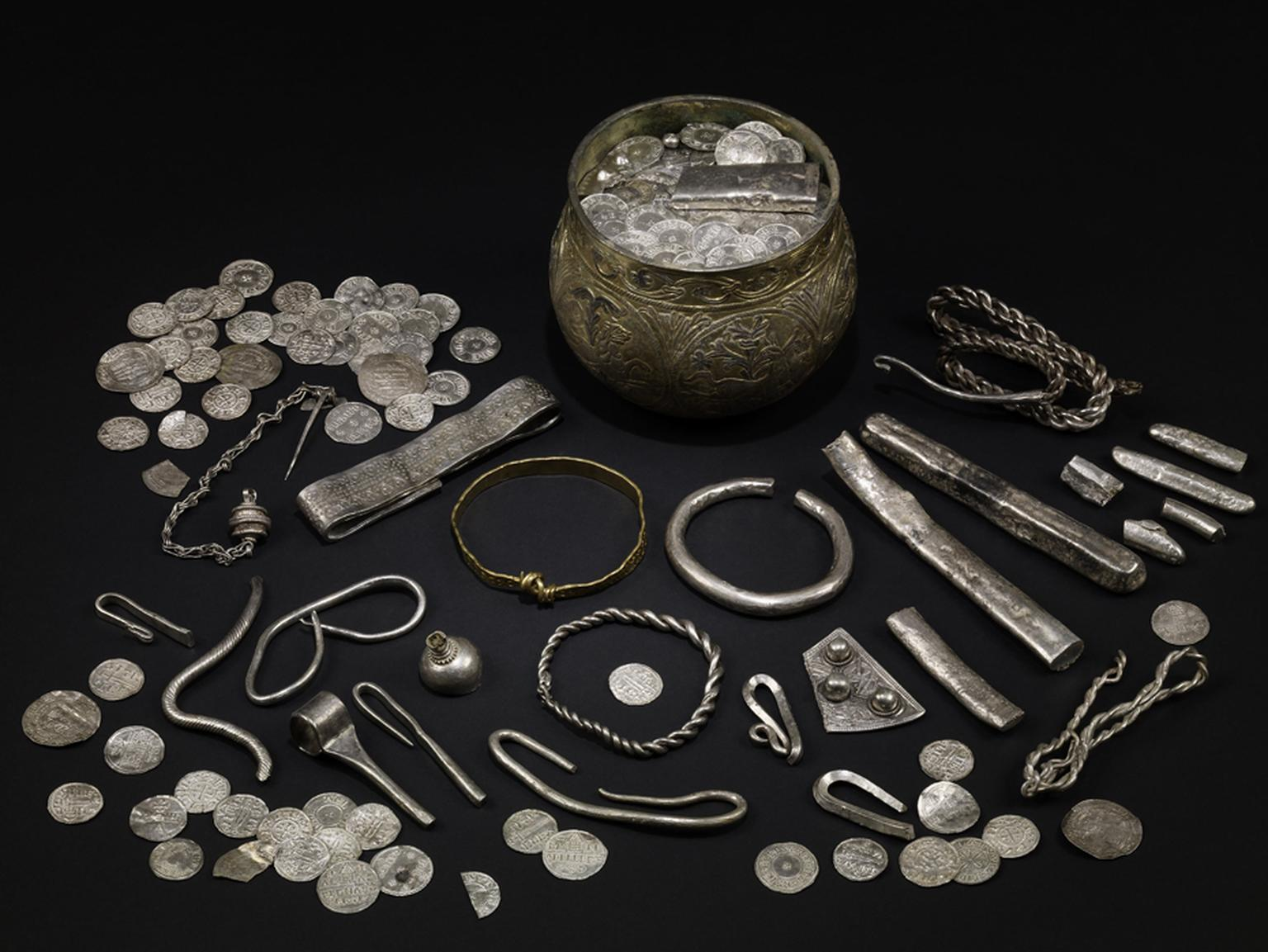 900 AD The Vale of York hoard featuring silver-gilt, gold and silver. North Yorkshire, England. © The Trustees of the British Museum