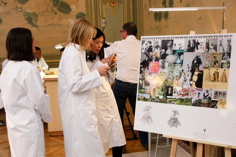 Students of L'École Van Cleef & Arpels learn of jewellery throughout the ages, discovering all there is to know from aesthetic sources, jewelers, experts and of course the jewels and the stones themselves.