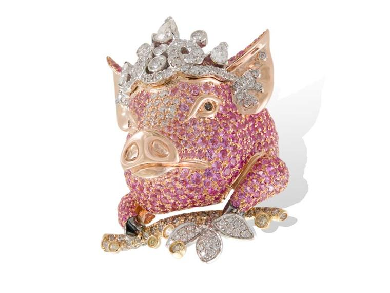 Lydia Courteillg Pig ring in pink gold from the Animal Farm collection, set with diamonds and sapphires