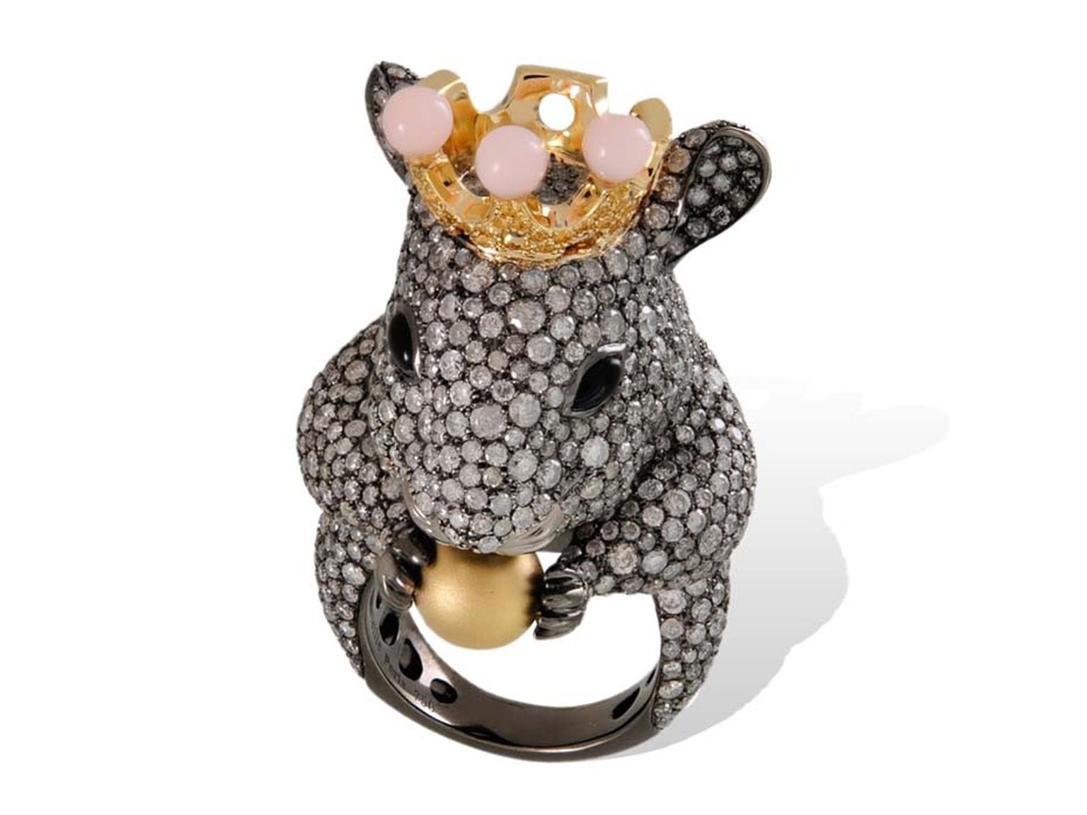 Lydia Courteille Mouse ring in gold from the Animal Farm collection, set with diamonds, pink opals and a golden pearl