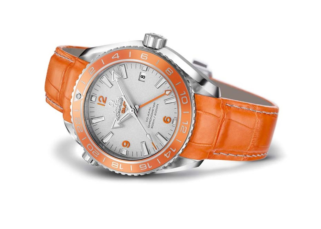 Omega's world-first Seamaster Planet Ocean Orange Ceramic features a 43.50mm platinum case with a bi-directional 24-hour GMT rotating bezel whose polished ring is made from patent pending orange ceramic