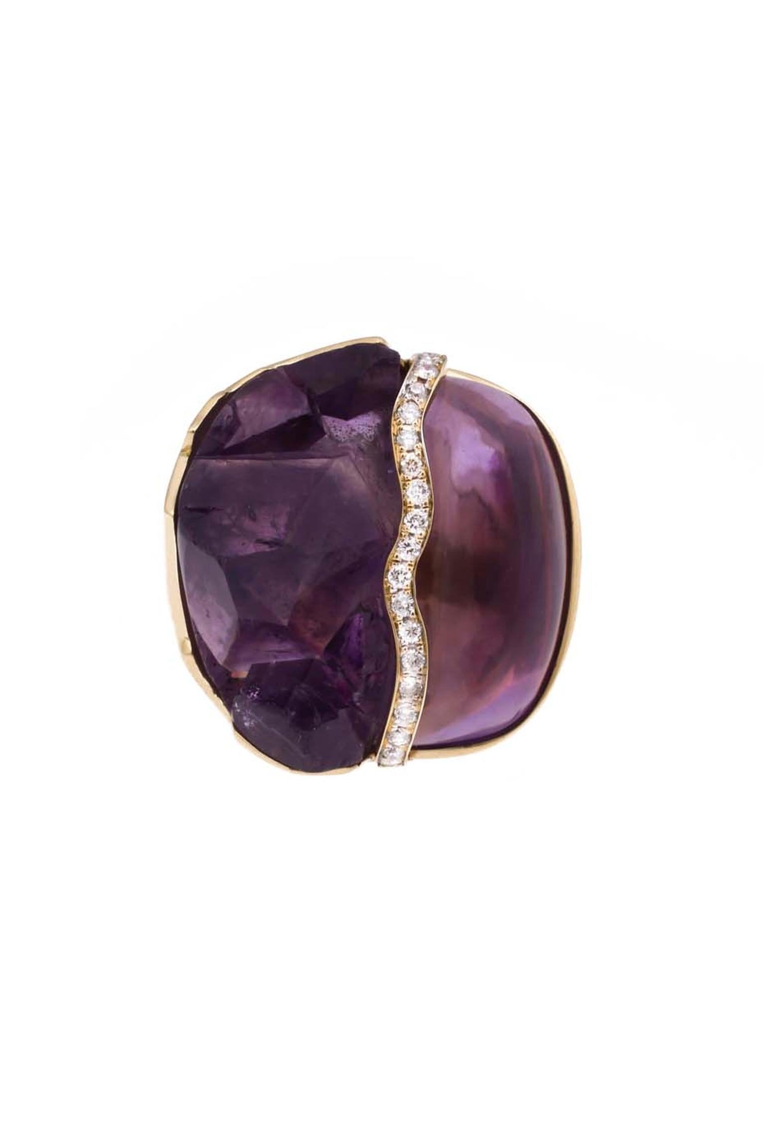 Kara Ross gold Petra split ring with raw and smooth amethyst divided by a row of diamonds