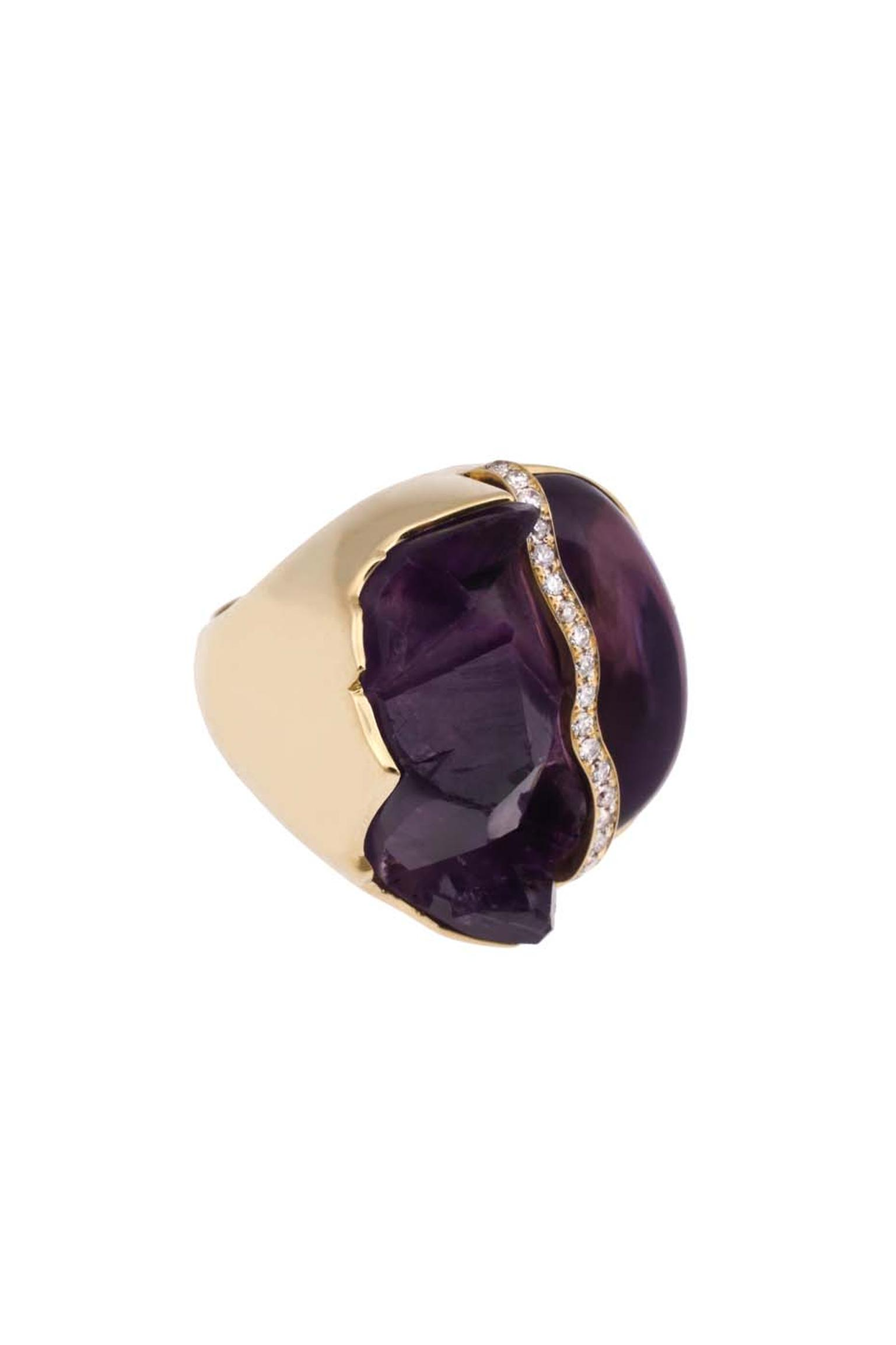 Kara Ross gold Petra split ring with raw and smooth amethyst divided by a line of diamonds