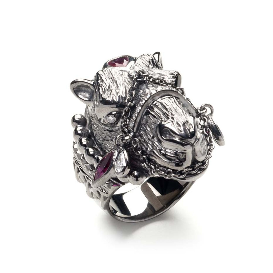 Sabine Roemer Parazide Camel ring in white gold, set with white diamonds and rubies