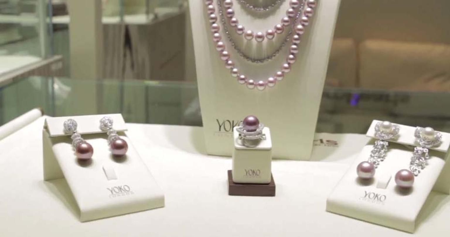 Yoko pearl necklace, earrings and bracelet.