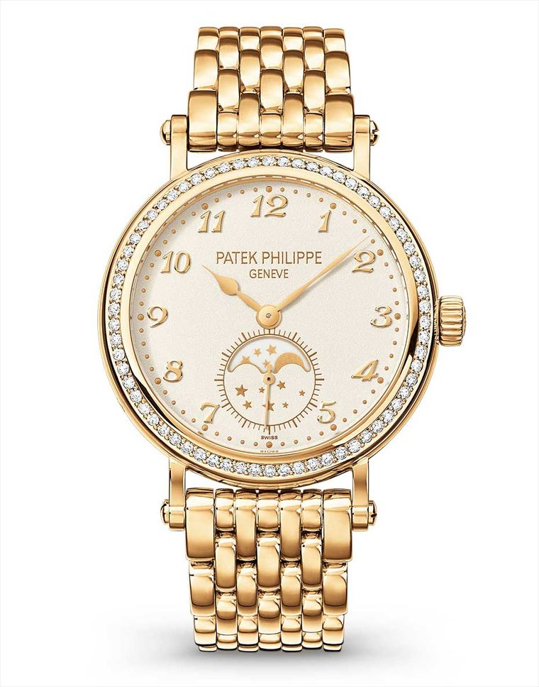 The Patek Philippe Calatrava Moon phase watch Ref. 7121 reappeared at Baselworld 2014 with a sumptuous gold link bracelet and a new reference number, 7121/1J-001