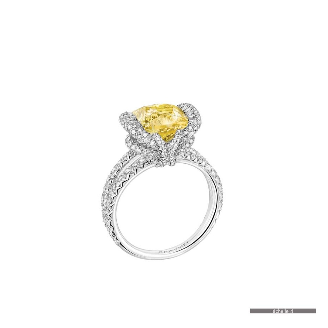 Chaumet Liens ring in white gold featuring 144 brilliant-cut diamonds and a cushion-cut yellow diamonds (93.41ct).