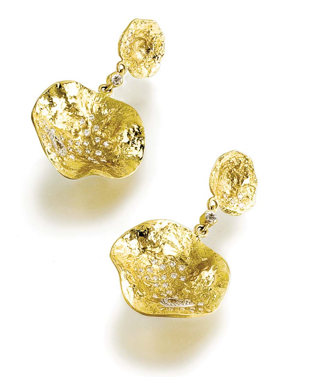 Coomi Serenity gold earrings with diamonds.