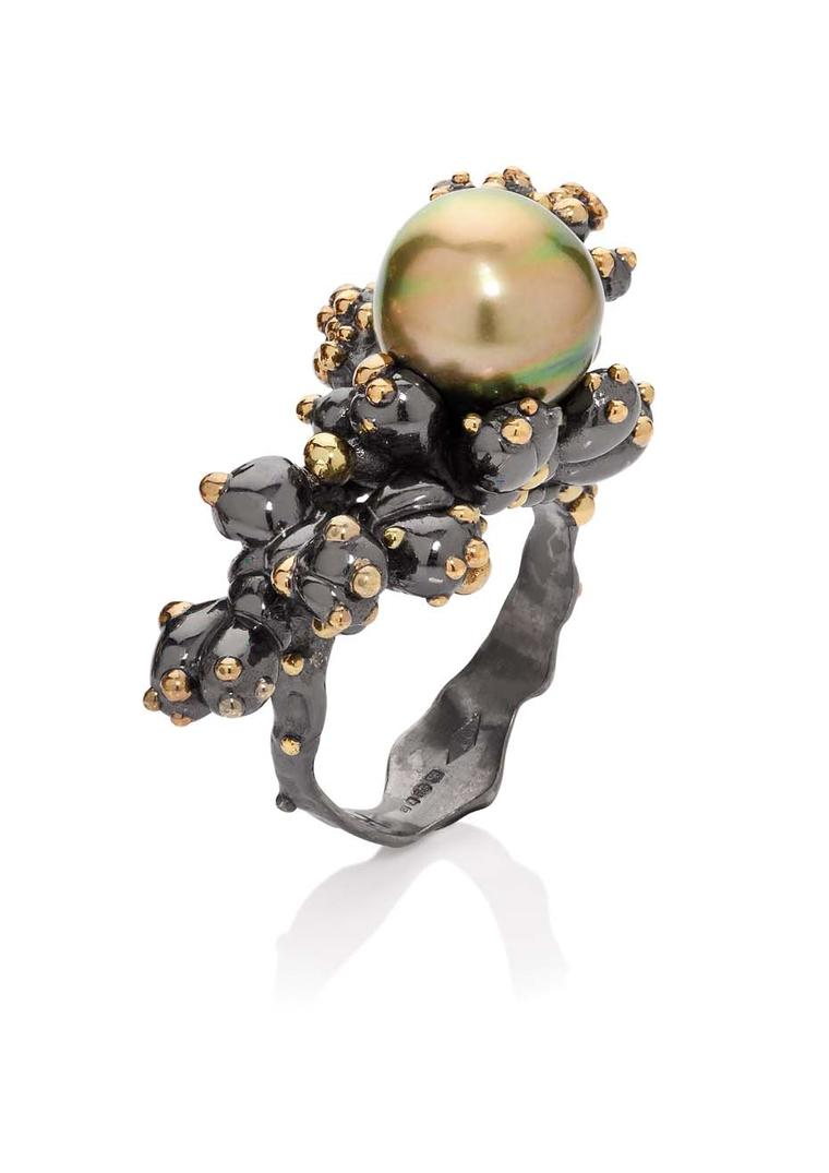 Ornella Iannuzzi Pistachio Tahitian pearl ring set in black and green rhodium.