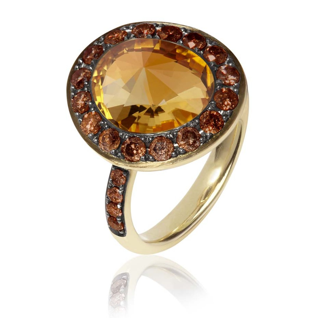 Annoushka Dusty Diamonds yellow gold ring with cognac diamonds and a centre citrine.