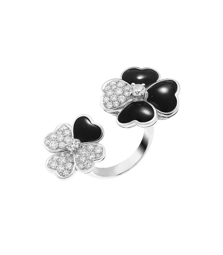 Van Cleef & Arpels Cosmos Between the Finger ring in white gold with brilliant-cut diamond buds surrounded by onyx and diamond petals